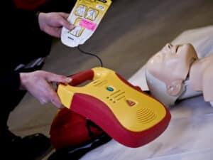 Formations SST défibrillateur