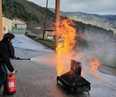 Manipulation des extincteurs sur bac à flamme