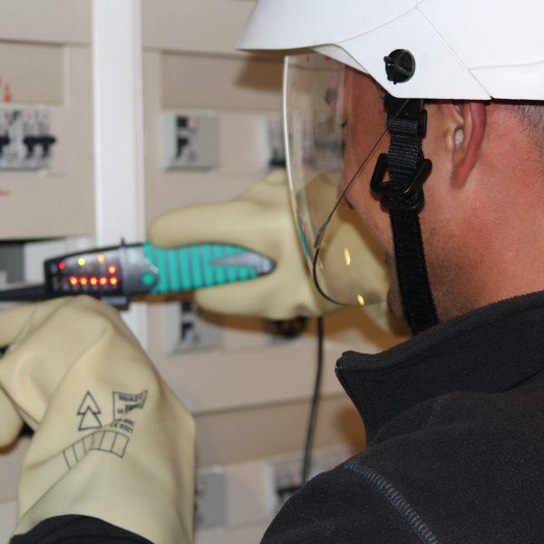 connaitre les risques électriques avec l'habilitation BS BE manœuvre