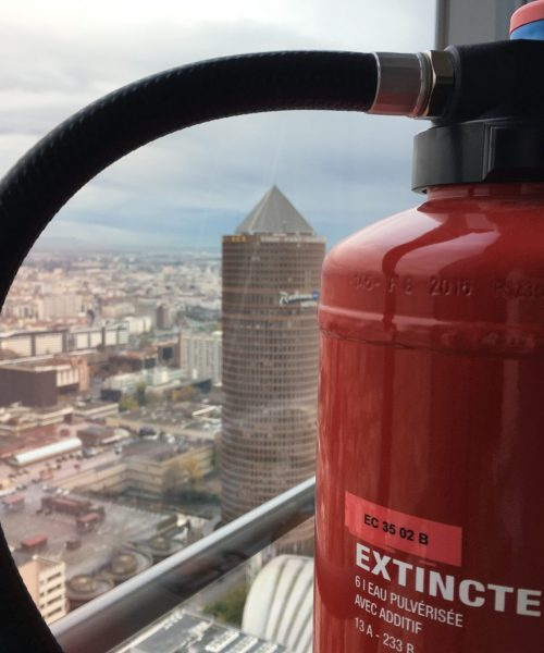 Nous avons établi un réseau de formateurs Sapeurs-Pompiers qui permet de réduire les coûts liés aux déplacements.