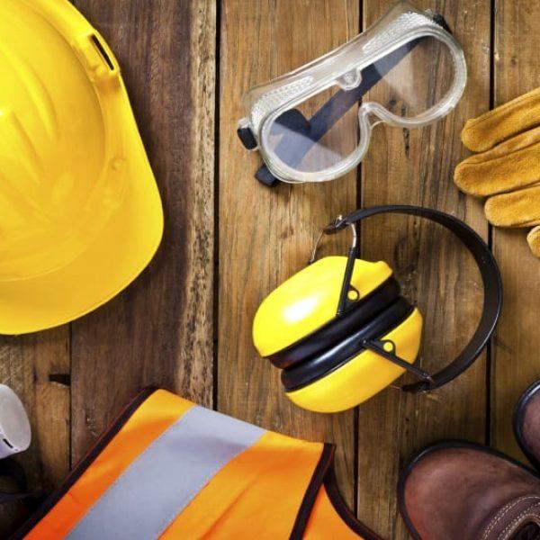 Formation au port des EPI en intra ou inter-entreprises. Identifier les risques et utiliser les Équipements de Protection Individuels (EPI) adaptés à son poste de travail