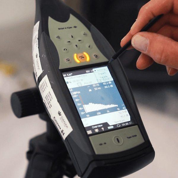 connaitre le niveau sonore en décibel dans son entreprise pour limiter le risque de stress ou de TMS