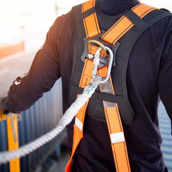 mettre en place des sensibilisations pour le personnel avec une sensibilisation sur le port des équipements de protections individuelles